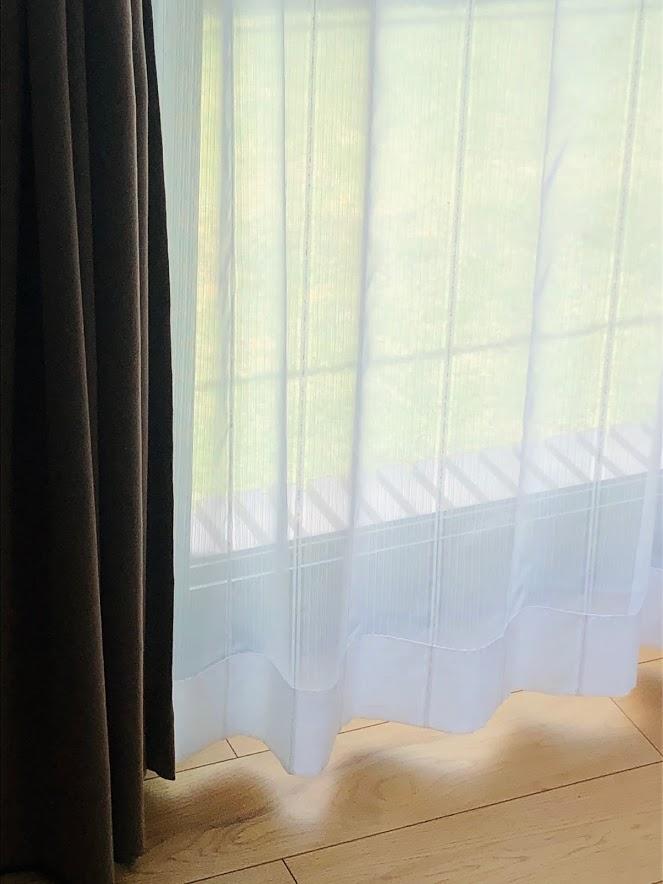 洗濯後のカーテンは、レールに掛けて乾かす