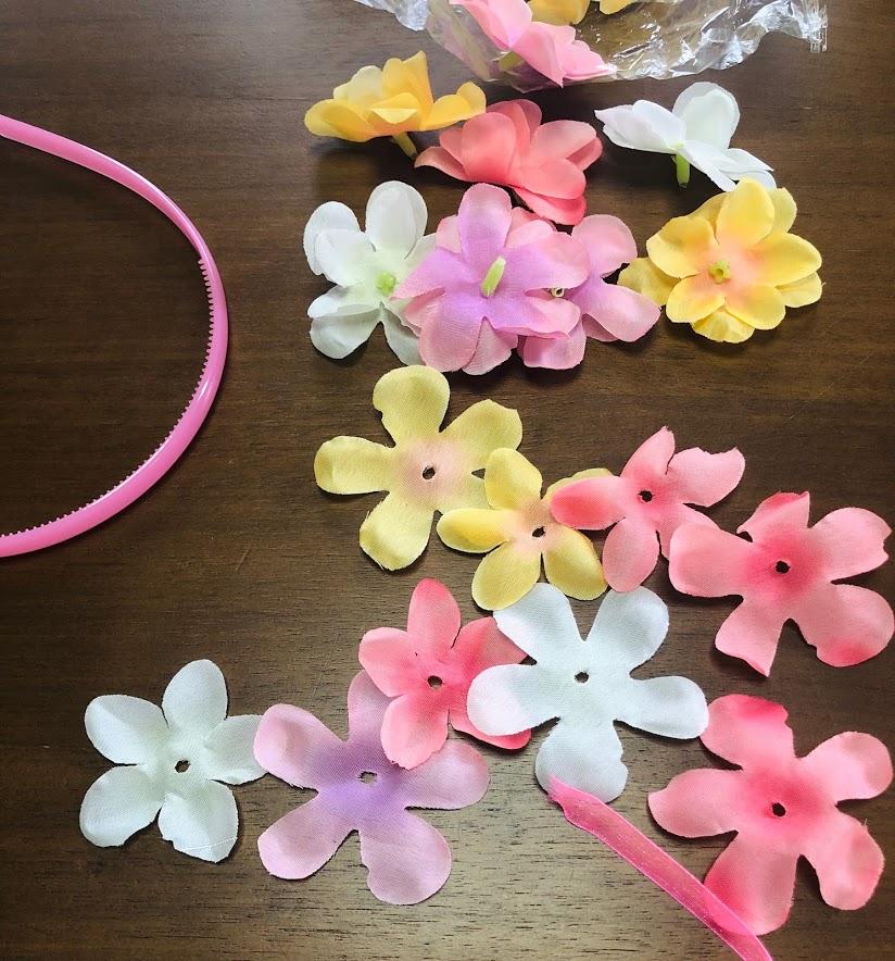 100均の造花セットとリボンで花カチューシャを作る