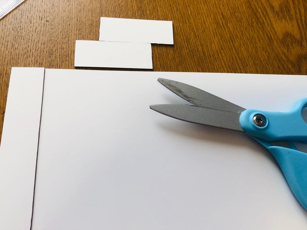 100均材料で数字盤を手作り①マグネットシートを切る