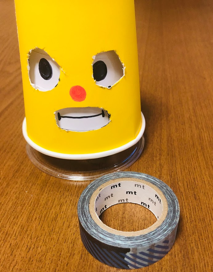 くるくる回して遊べる紙コップ工作のお人形(下部分はマスキングテープ)
