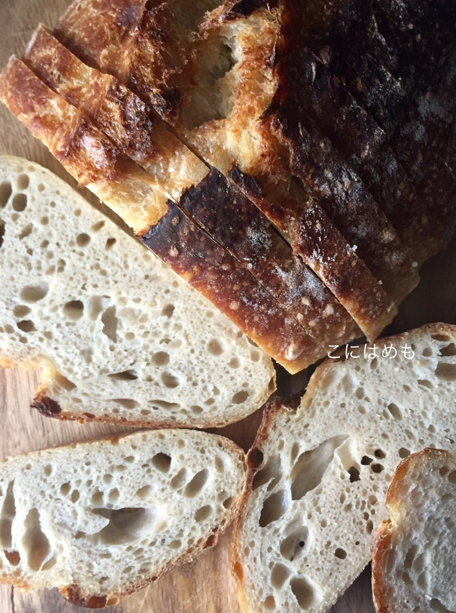天然酵母パンをカットすると。