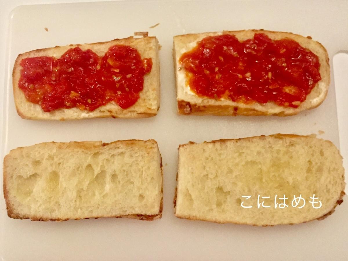 マヨネーズ、トマトソースをぬる。