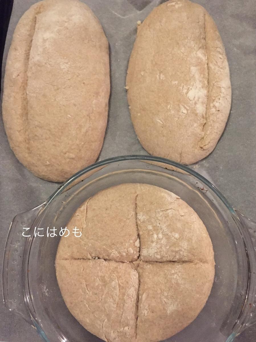 パンの成形後、クープを入れる。