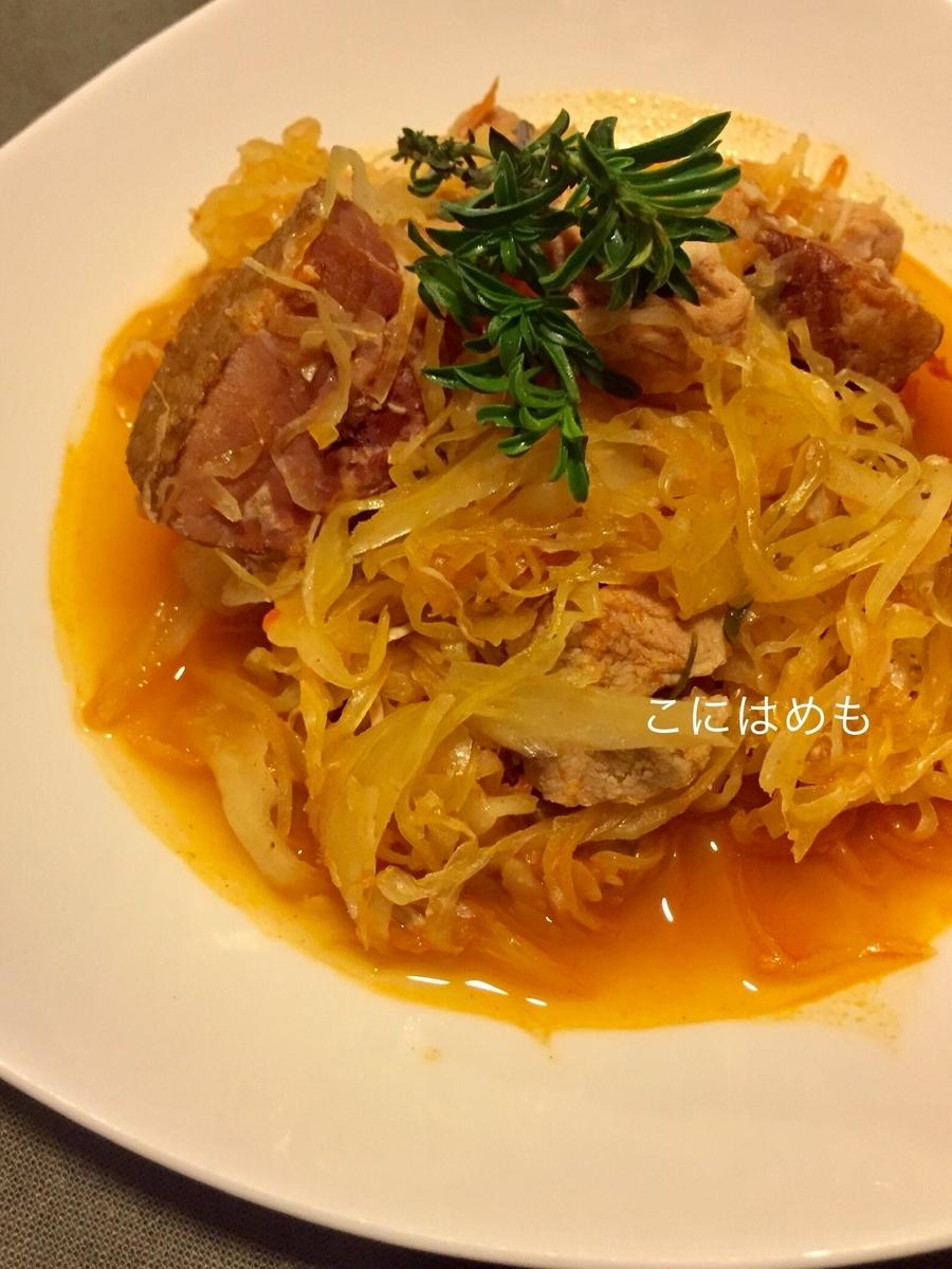 【ハンガリー料理】フレッシュハーブ「セイボリー」と豚肉とザワークラウトのパプリカ煮込み。