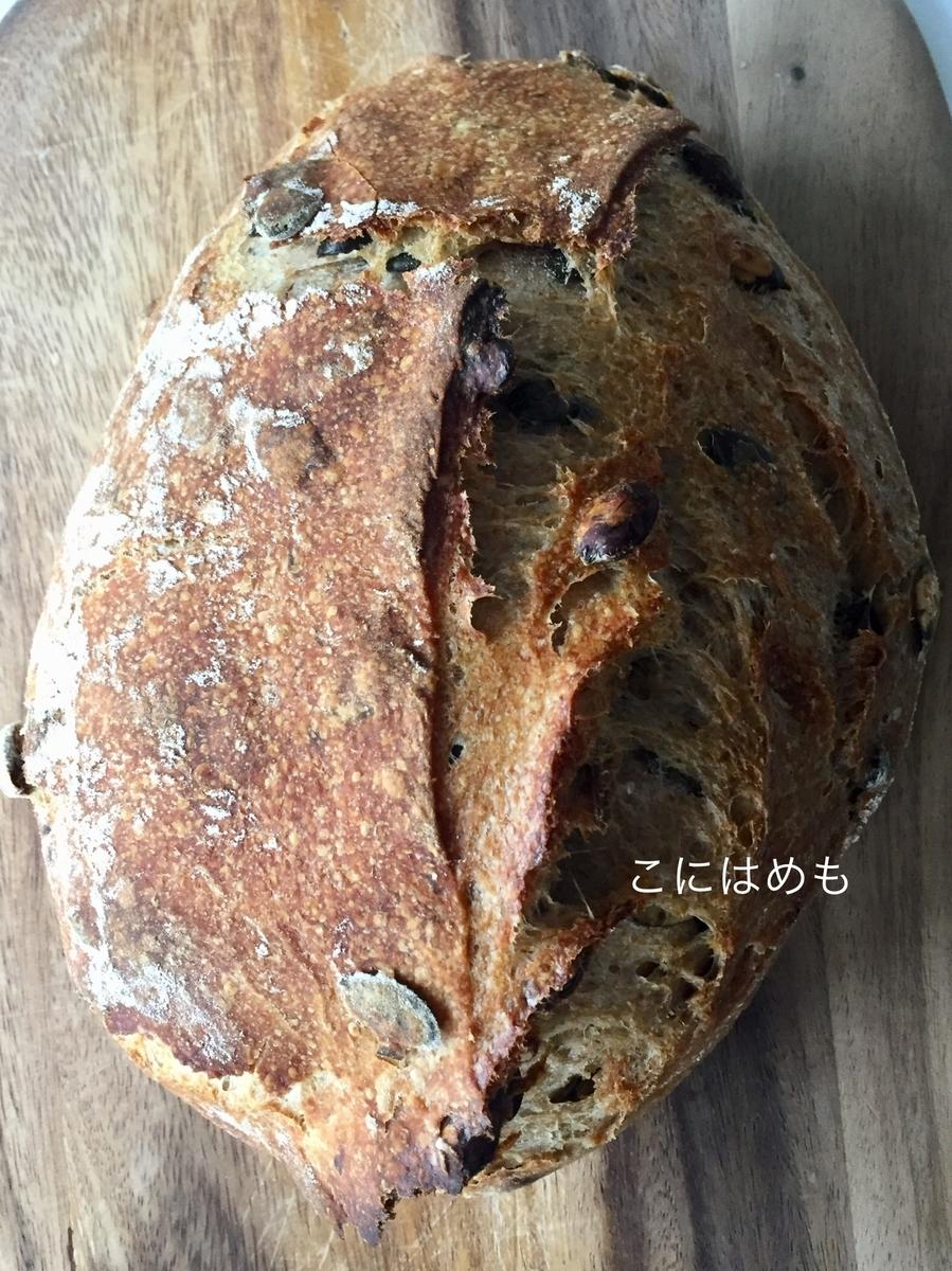 かぼちゃの種の天然酵母パン。