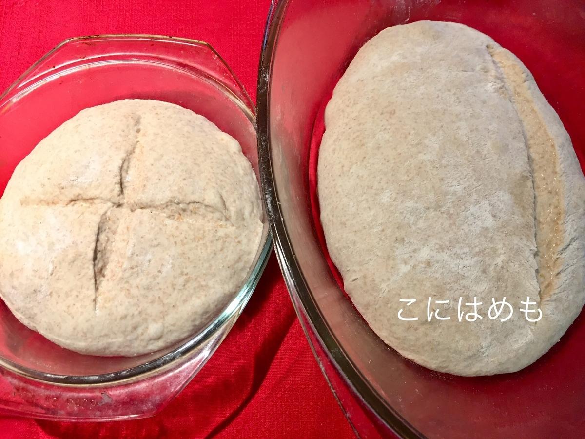 パンの成形後、耐熱容器に入れ、クープを入れる。