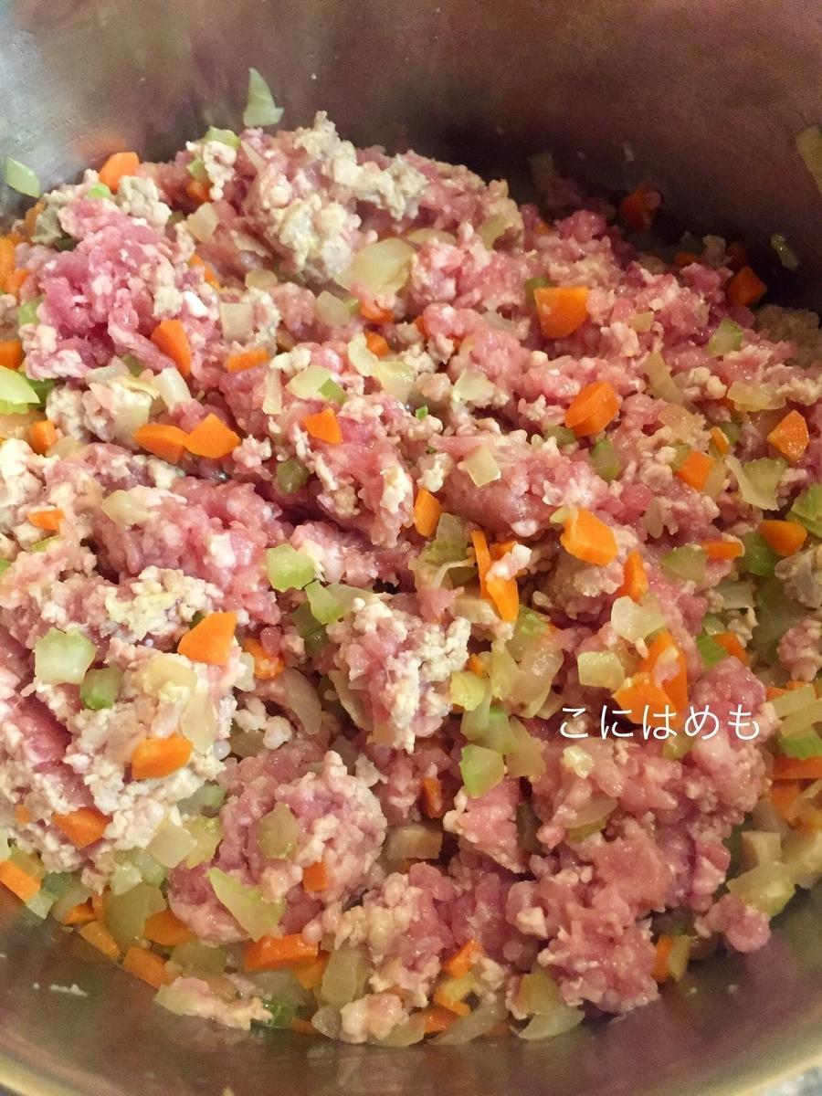ひき肉を入れて炒める。