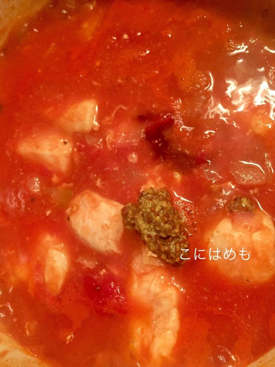 粒マスタード、パウダースパイス、ローリエを入れて煮る。