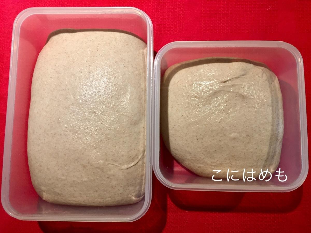 パン生地を冷蔵庫から取り出し、室温に置いておく。