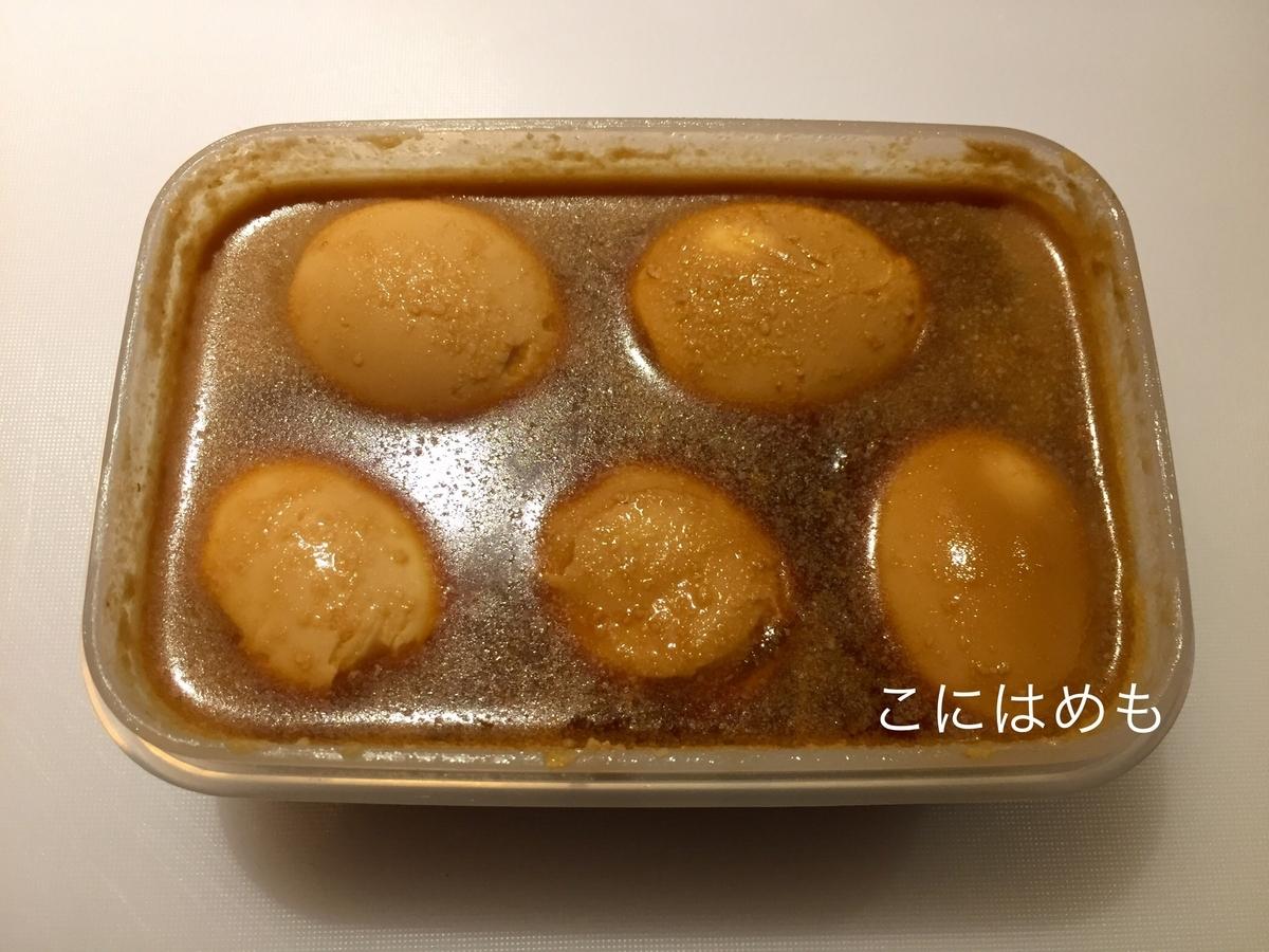 煮卵を冷蔵庫で寝かせる。