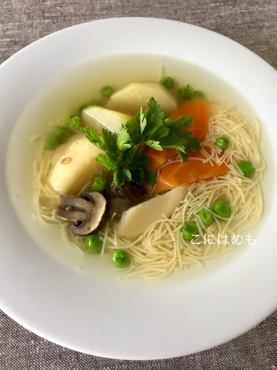 【ハンガリー料理】Újházi:ウーイハージさんの雌鶏のスープ。「 Újházi-tyúkleves:ウーハージ チュークレヴェシュ」