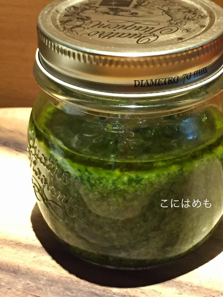 変色防止のために表面にオリーブオイルを入れて保存する。
