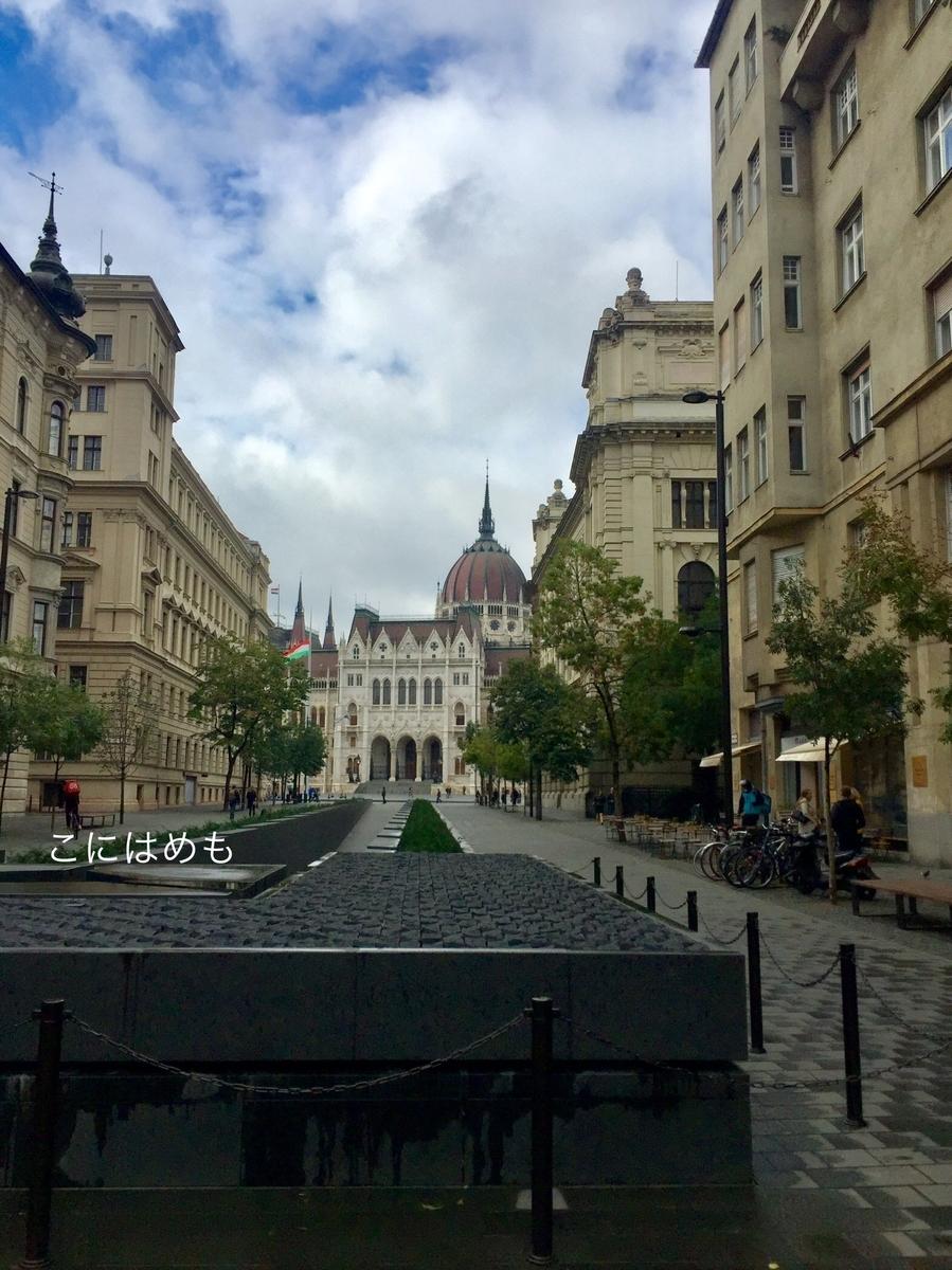 雨上がりのブダペストと国会議事堂。