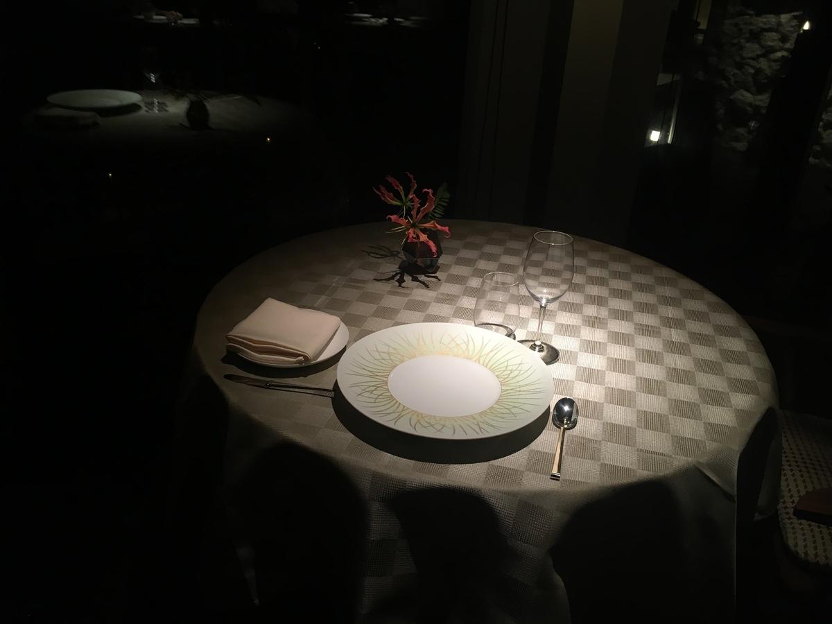 【宿泊記】 《ザ・ひらまつ ホテルズ&リゾーツ 宜野座》 ディナー/夕食 テーブル 照明