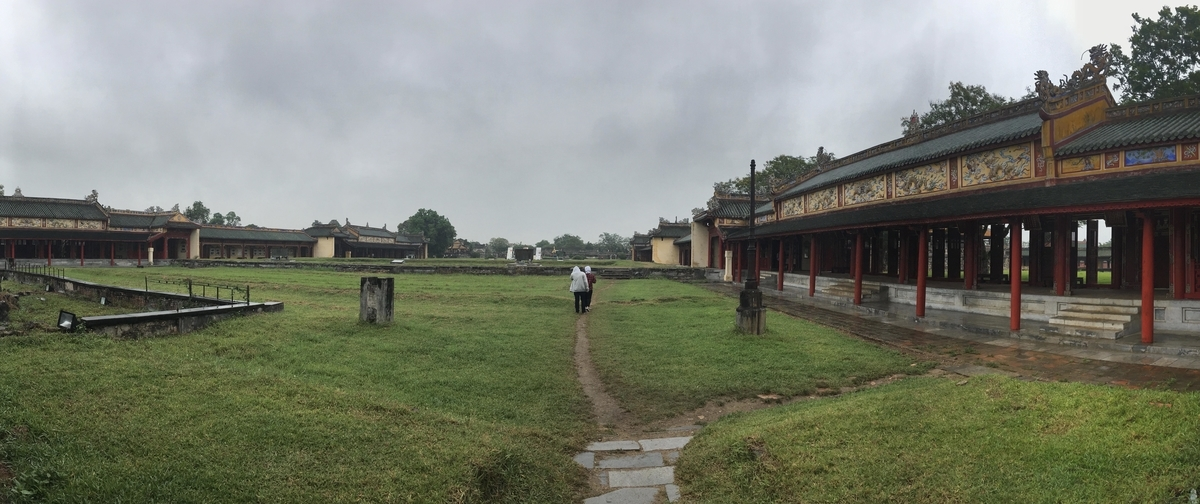 ベトナム フエ グエン朝王宮の内観
