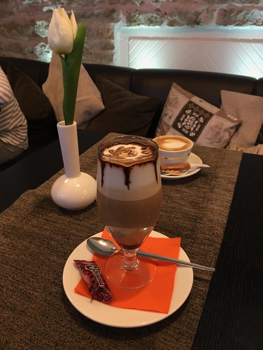 エストニア タリン歴史地区 カフェ