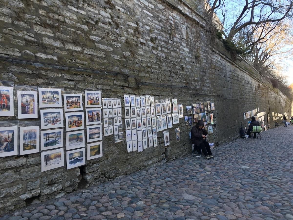 エストニア タリン歴史地区 城壁 アート アーティスト