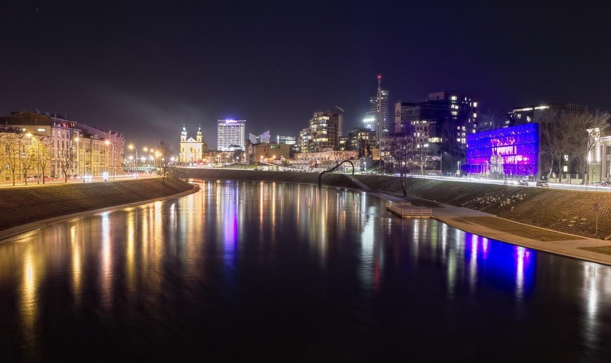 リトアニア ビリニュスの歴史地区 夜景