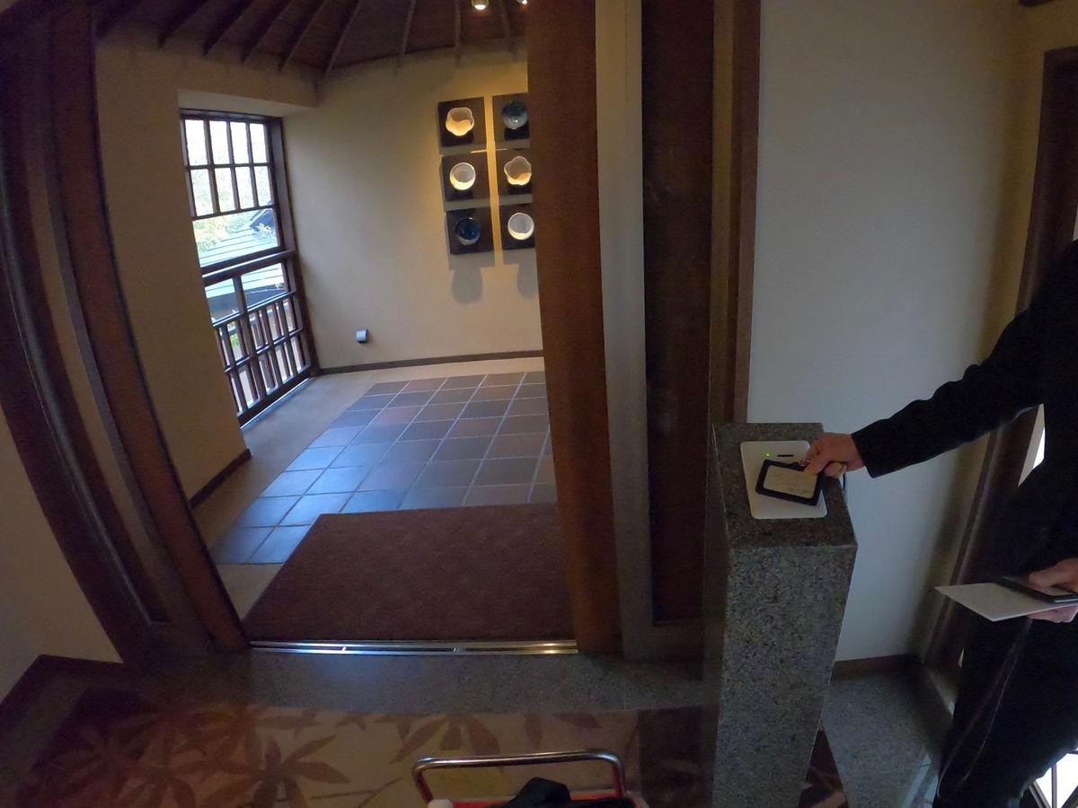 やまぐち湯田温泉古稀庵 客室棟への入り口はカードキー認証でセキュリティー万全