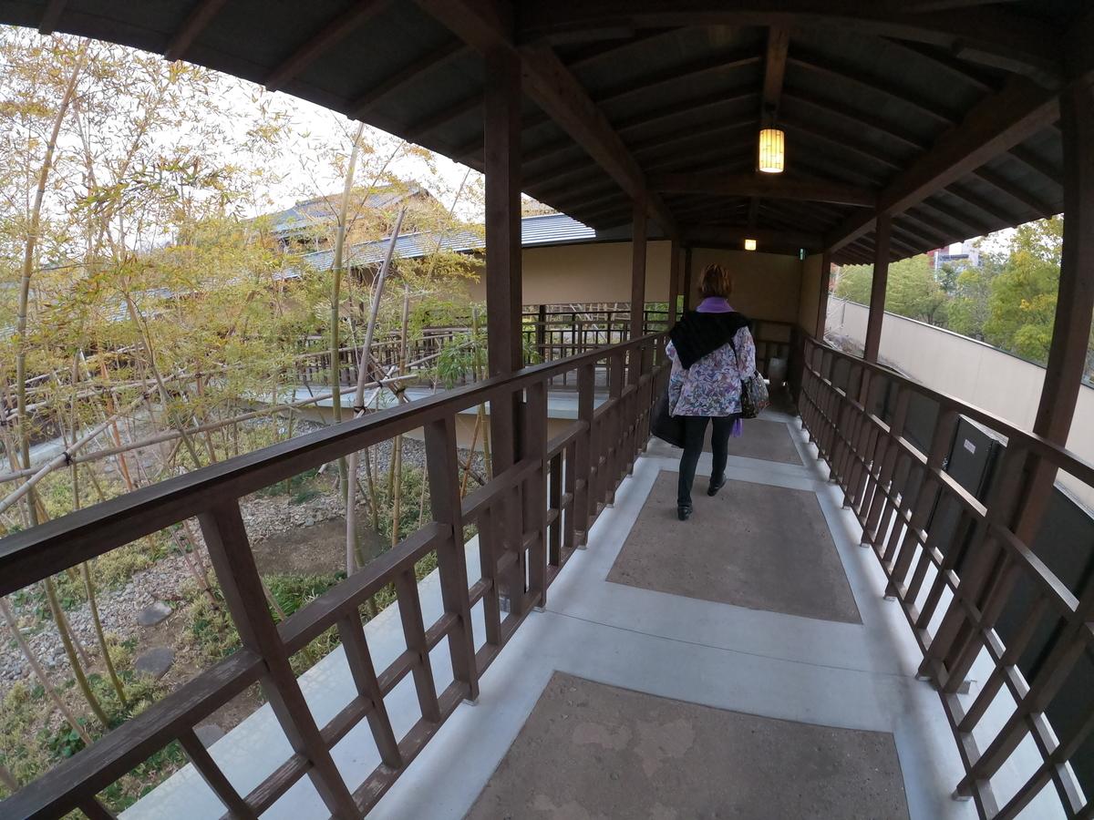 やまぐち湯田温泉古稀庵 客室までの屋外通路を通ってお部屋へ
