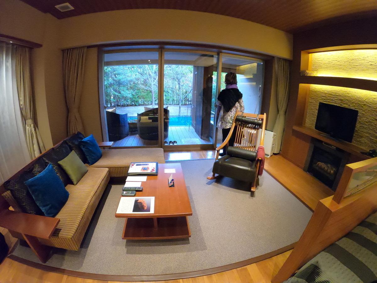 やまぐち湯田温泉古稀庵 部屋「麒麟草」リビングルーム