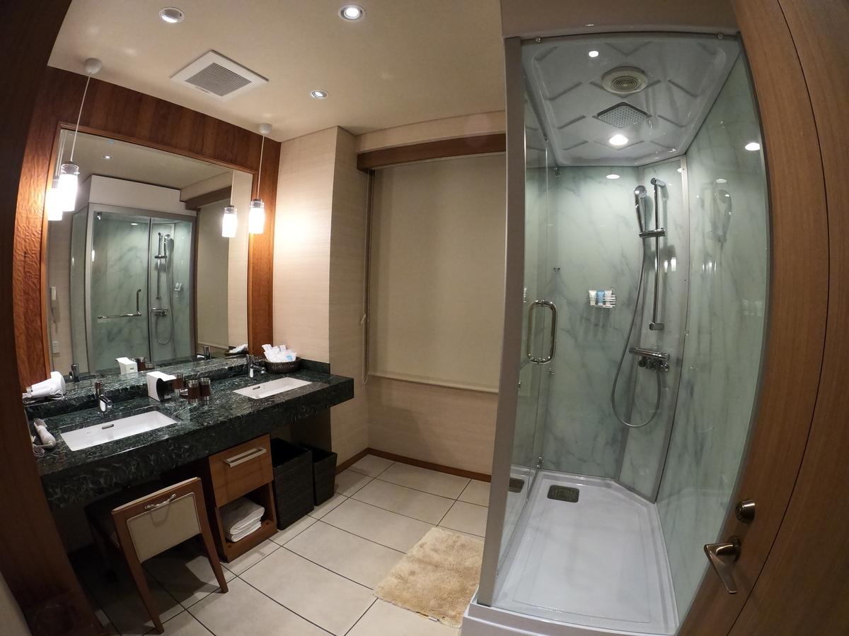 やまぐち湯田温泉古稀庵 「麒麟草」のお部屋  バスルーム内のシャワーブース