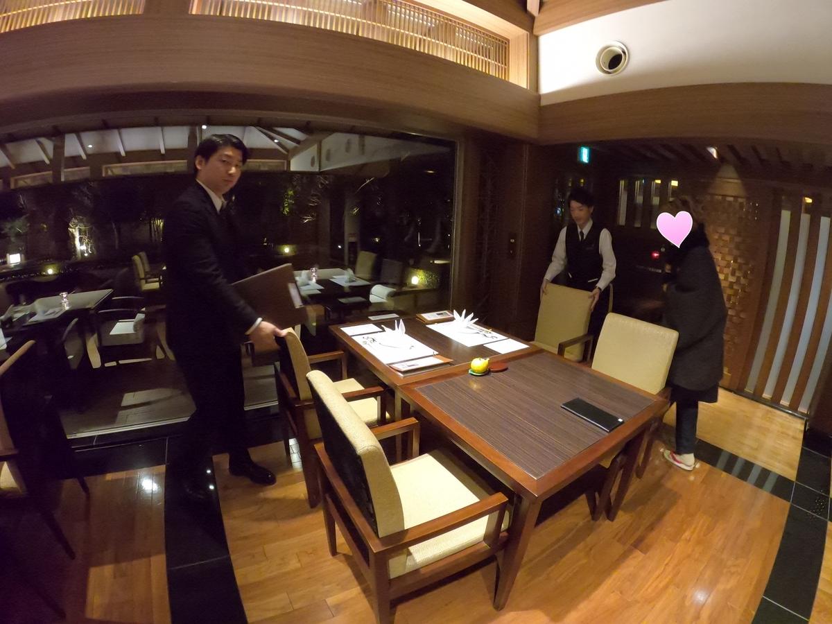 やまぐち湯田温泉古稀庵 食事 レストラン「桜の香」内庭の見える(窓際)席