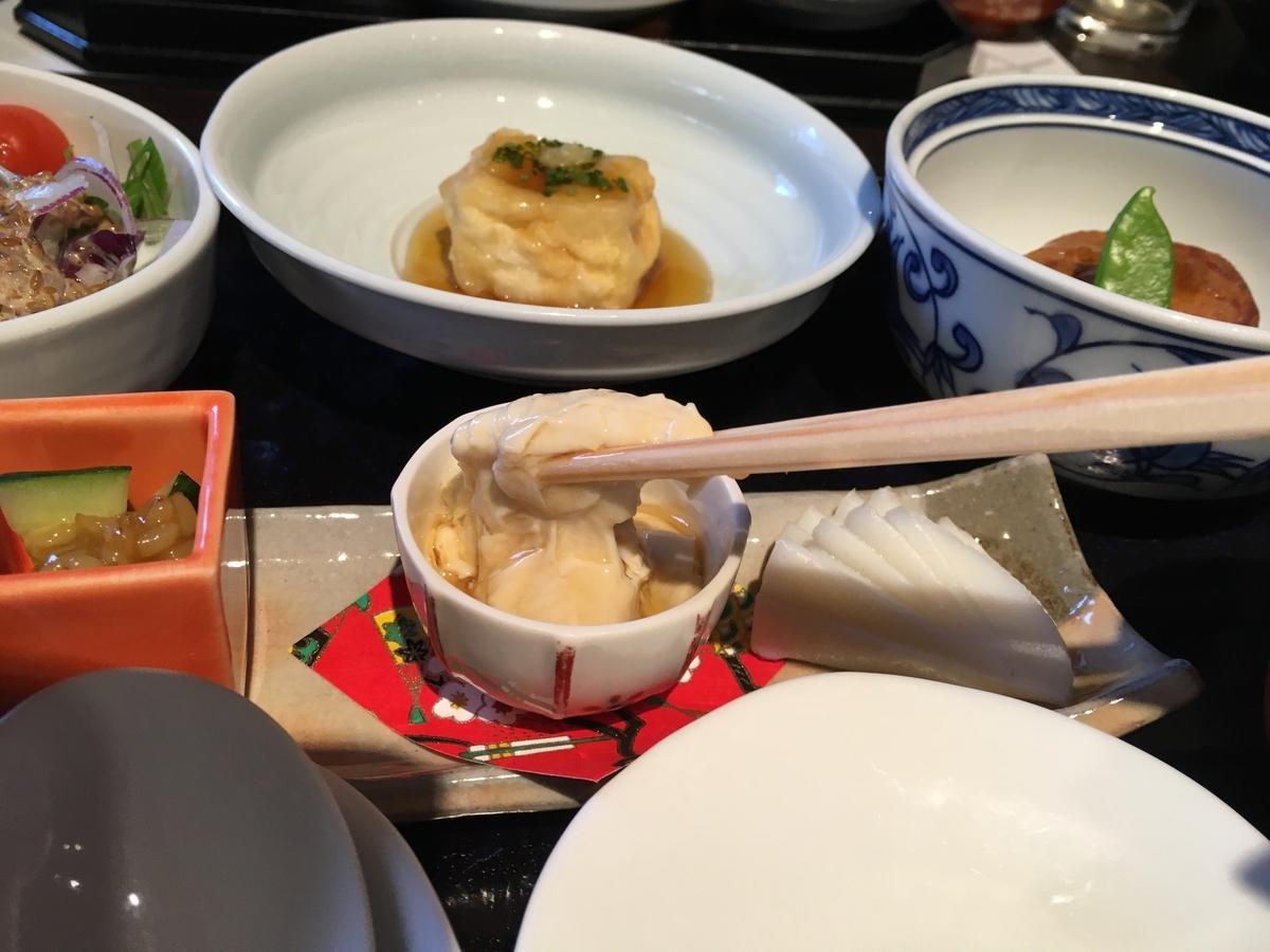 やまぐち湯田温泉古稀庵 朝食の揚げ出し豆腐と湯葉