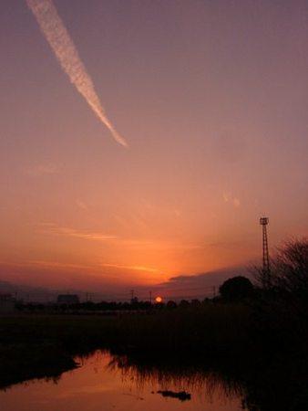 水路の夕日