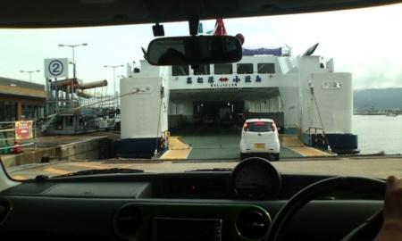 高松港小豆島フェリー乗り込み