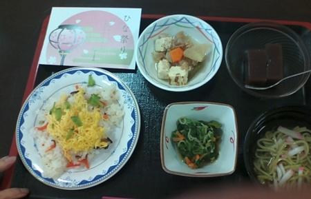 お雛さま祝い昼食はお寿司