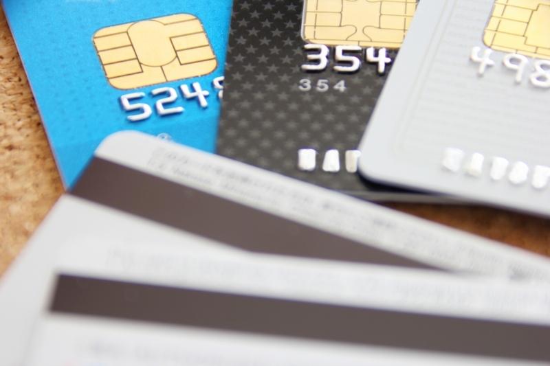 海外プリペイドカードは見た目も使い方もクレジットカードと同じ