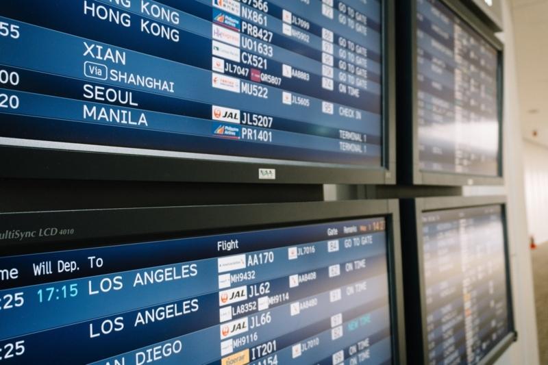 空港の電光掲示板