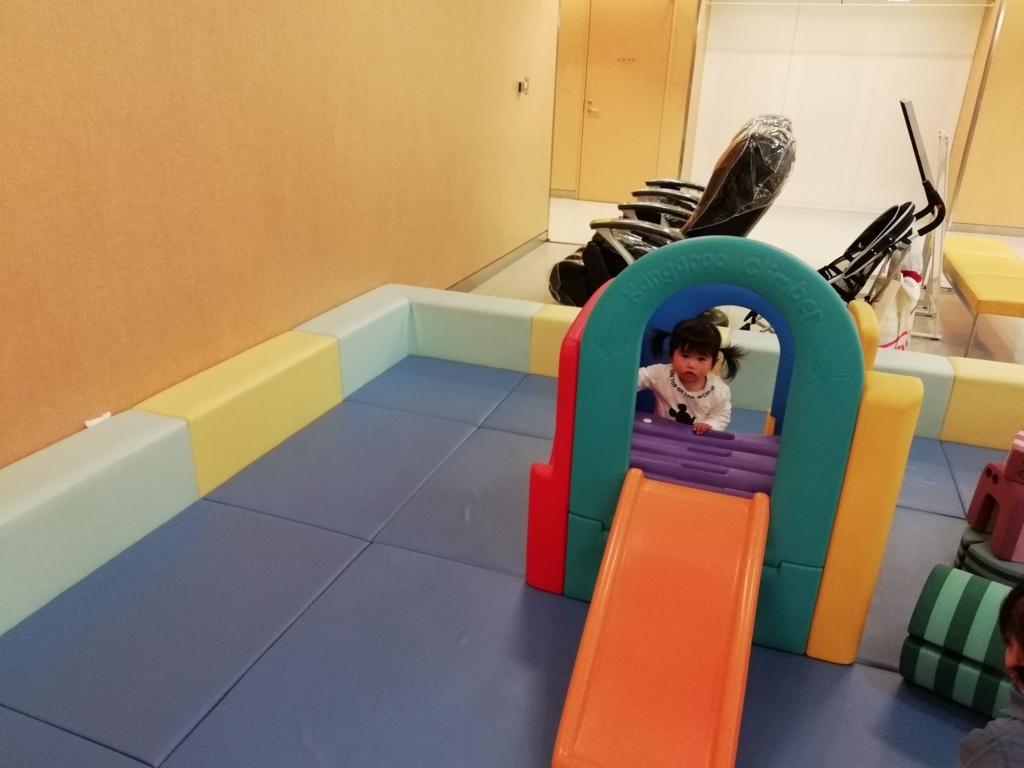 成田空港キッズパーク:室内用の滑り台