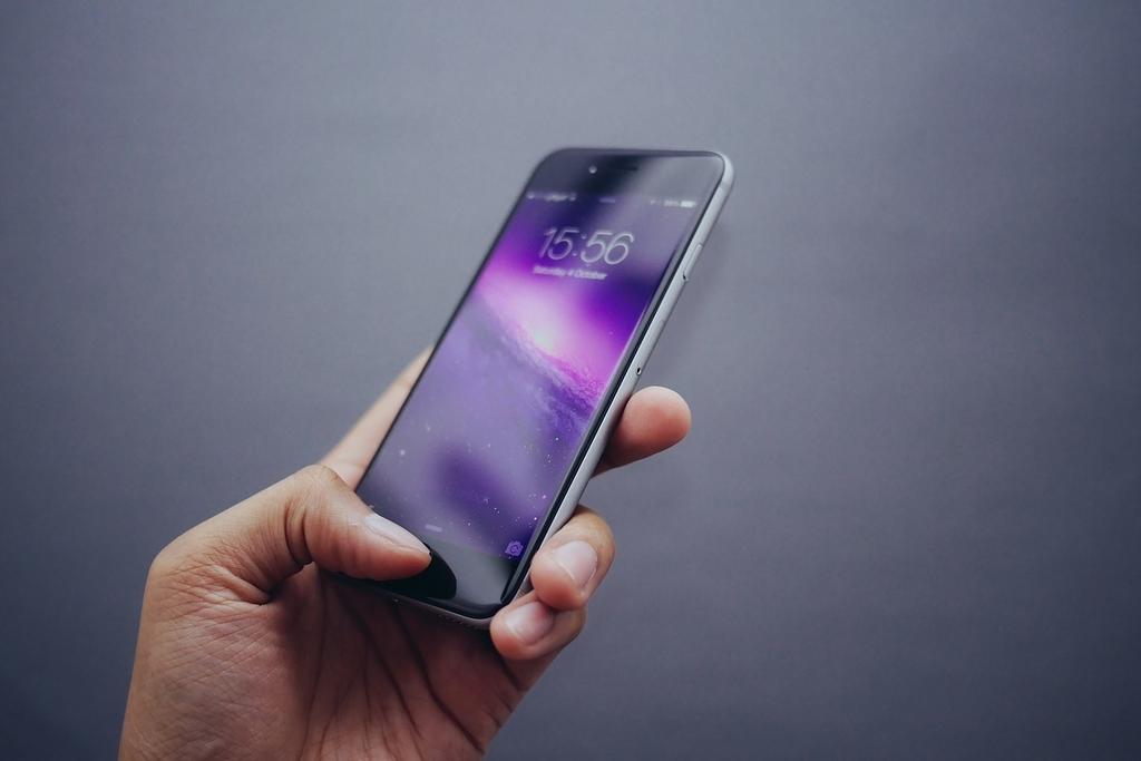 新しいiPhoneの「eSIM」機能で海外旅行が変わる?