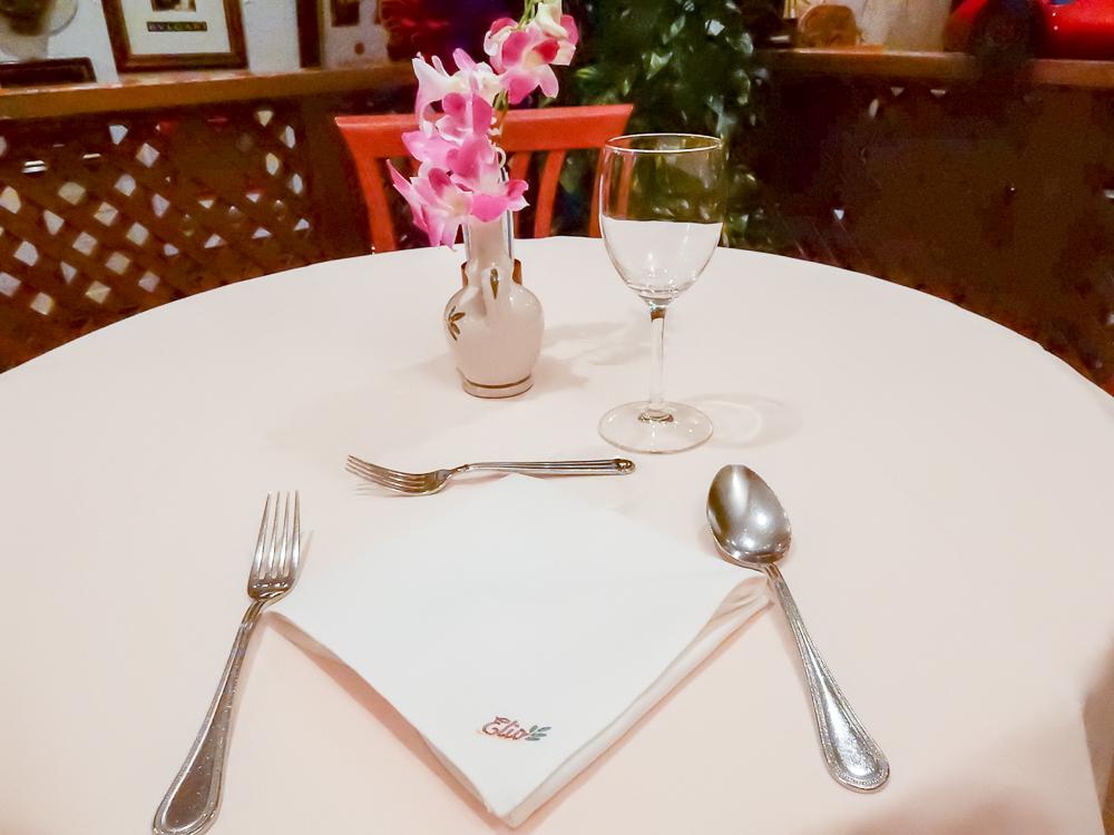 エリオ・ロカンダ・イタリアーナ テーブル