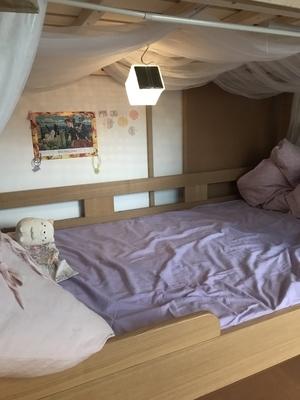 キャリー・ザ・サンは2段ベッド下段の明かり