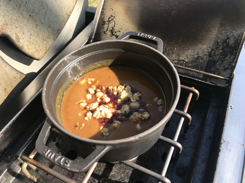 ひよこ豆と豚肉のスープカレーもコンロで温めて