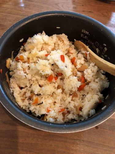 五目ずしの素をご飯に混ぜるだけでちらし寿司が完成