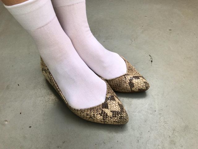 靴下屋の「綿の無地ショートソックス」は薄手で上品に履ける