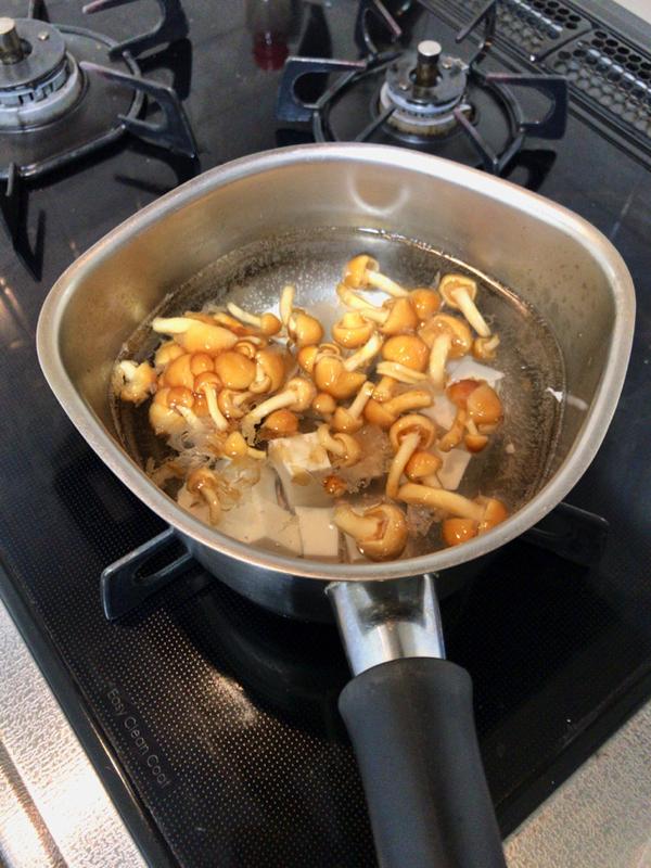 なめこと豆腐とワカメの味噌汁
