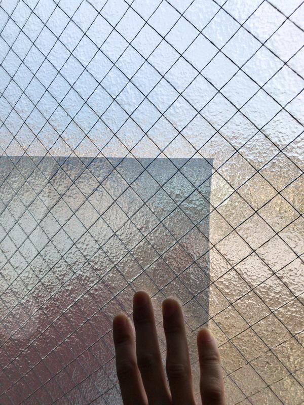 凹凸ガラス用遮熱シート 明るさは変わらない