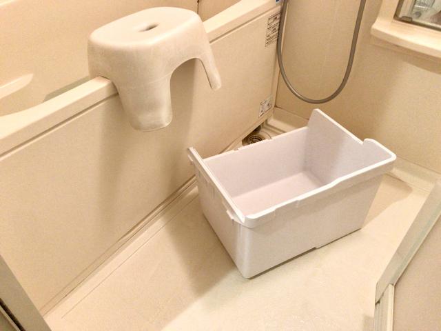 野菜室のプラスチックのカゴ二つを丸洗い