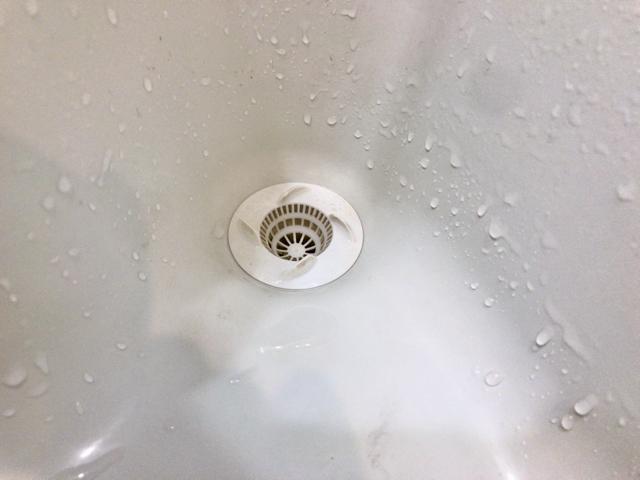墨で汚れた洗面所は重曹で掃除
