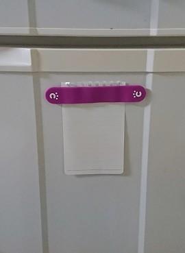 cheero CLIPを使って冷蔵庫にメモを貼り付けた写真