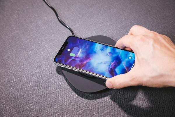 iPhone Xと充電器