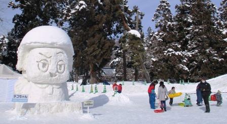 大型雪像はチコちゃんも