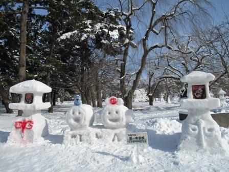 雪燈籠の制作は中学生も参加