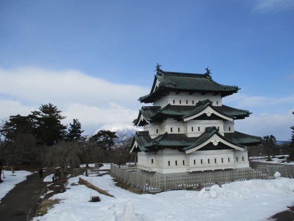 弘前城天守・岩木山