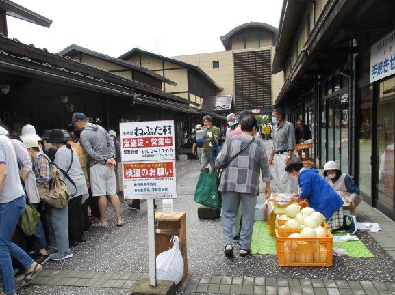 津軽藩ねぷた村の朝市
